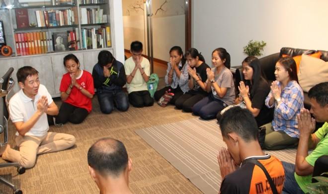 Kelantanese group greeting Bro. Tan at Nalanda Centre.