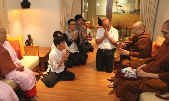 Sayadaw Nyanapurnik sharing his thoughts with Nalandians.