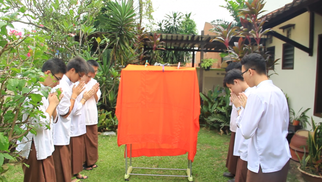 Nalandians show reverence to the robe that symbolised our late teacher.