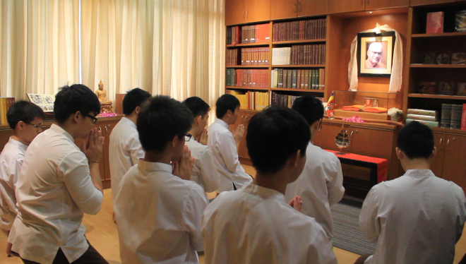 The appointed Dhamma School facilitators and students paid respects at the K. Sri Dhammananda altar.