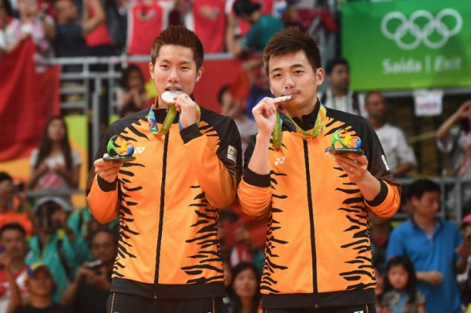 Silver medalist in Men's doubles badminton – Goh V Shem and Tan Wee Kiong.