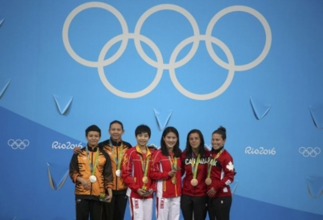 Silver medalist in Women's diving – Pandelela Rinong and Cheong Jun Hoong with other winners.