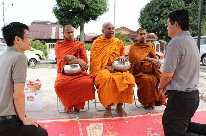 Nalandians welcome Ven. Saranankara and two other bhikkhus upon arrival.