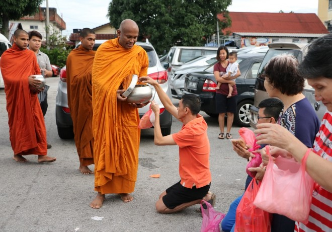 Ven. Saranankara leading two younger bhikkhus on 'Pindacāra' in Seri Kembangan.
