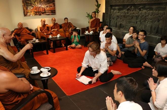 Luang Por Sophon giving a Dhamma talk.