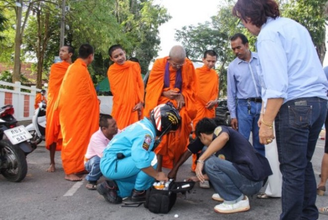 An elderly monk in Surat Thani was injured in his foot by the bombing.