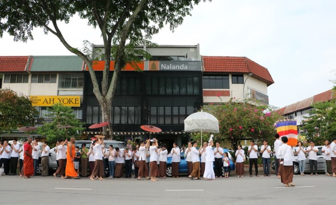 The special procession passing in front of Nalanda Centre.