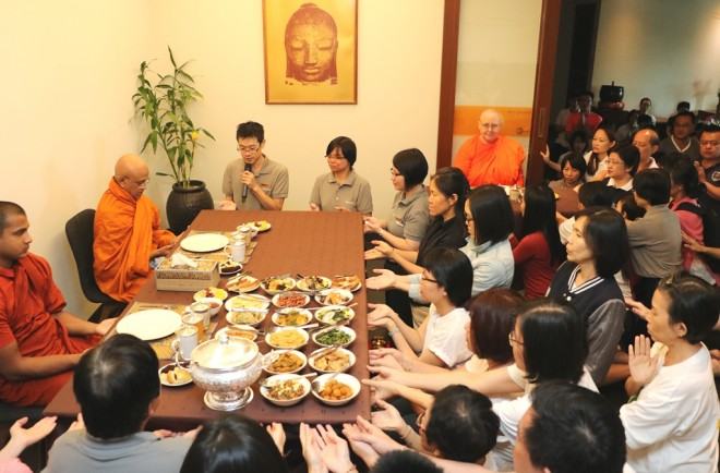 Devotees also had the opportunity to offer lunch dāna on this auspicious occasion.