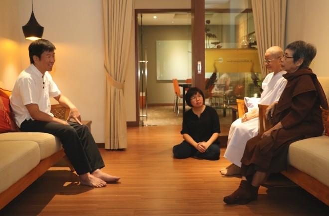 Bro. Tan meeting with Ajahn Thipawan and Mae Chee Punissa.