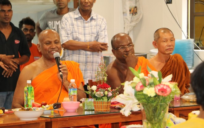 Ven. Sri Saranankara expressing his thankfulness to devotees.