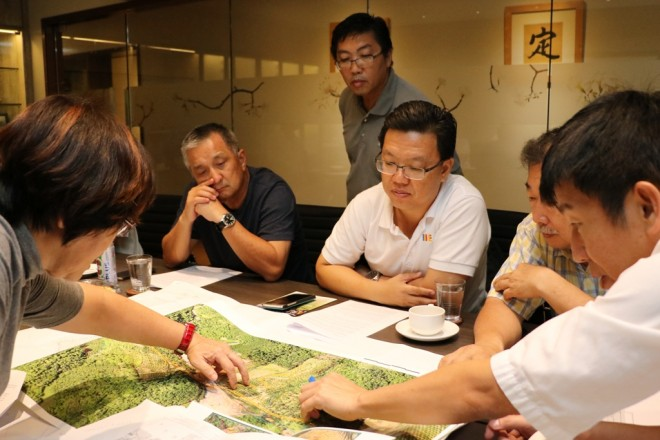 Discussions were held with the aid of an aerial photograph of the Park.