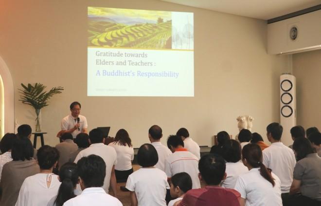 Achariya Tan Siang Chye giving a talk on the importance of gratitude.