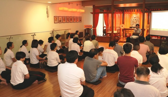 Sis. Tan Yee Yong recollecting the Buddha's meditative experience.