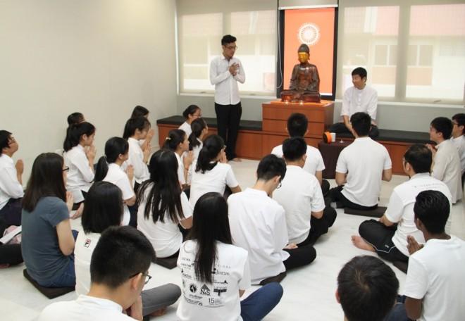 Bro. Jun Yen inviting Bro. Tan to give Dhamma teaching.