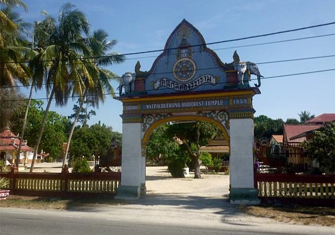 Wat Phikulthong Vararam in Kampung Terbok, Tumpat.