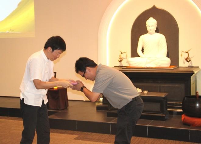 Another Exemplary Nalandian, Bro. Stan Lee, receiving a present from Bro Tan.