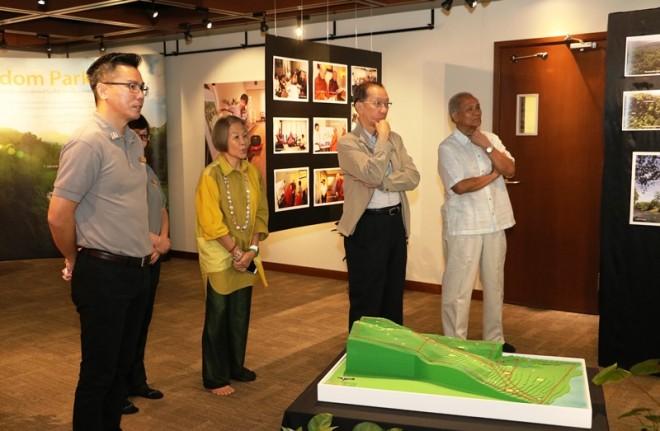 Tan Sri Dr. Koh Tsu Koon, Dato' Seri Kee Yong Wee and Datin Seri Kee.