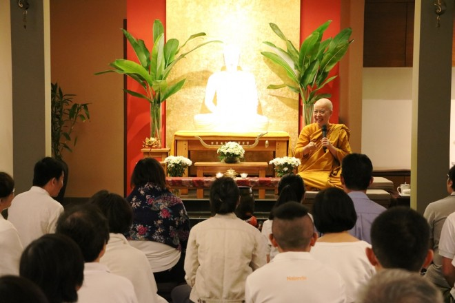 Ayya Santinī gave a concise introduction to Buddhist meditation.