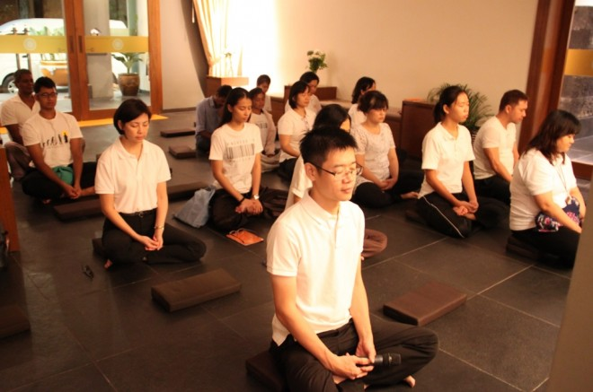Starting the Uposatha Service with meditation.