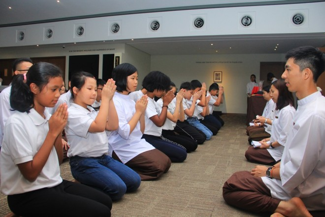 Junior Dhamma School students paying respect to their teachers.