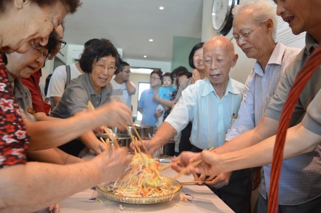 Devotees bonding over joyful sharing of food.