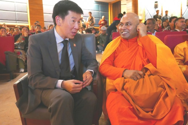Bro.Tan chatting with Ven. P. Seewalee Thera, General Secretary of the Maha Bodhi Society of India.