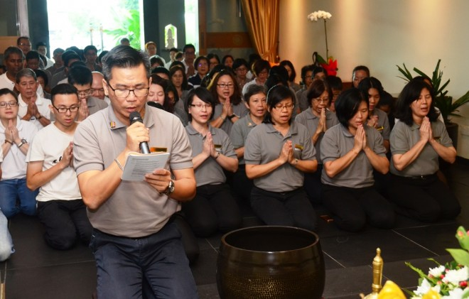 Bro. Charlie Teng leading the Tiratana-Vandana in the main Shrine Hall.