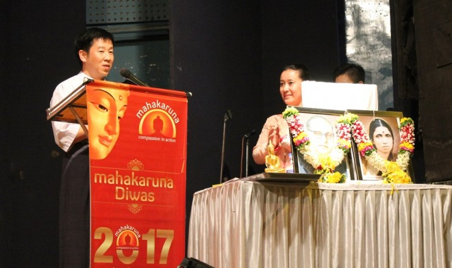 Bro. Tan giving the keynote speech at the Mumbai 'Mahakarunā Diwas'.