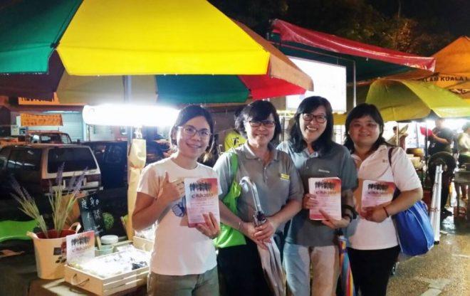 Nalandians canvasing for e-Run at the night market in Seri Kembangan.