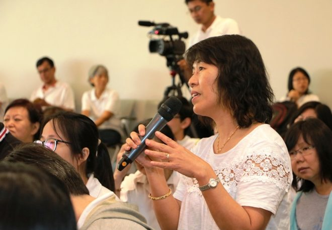 Devotees took the opportunity to ask questions and clarify doubts.