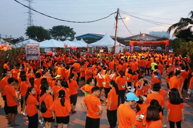 At 6.45am, almost 2,000 people had arrived for the warm-up session and flag offs.