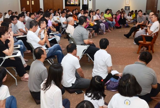 """Getting to know the Buddha"" forum in Mandarin attracted quite a number of devotees."