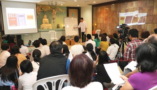Bro. Tan explaining the special qualities of Pāli language.