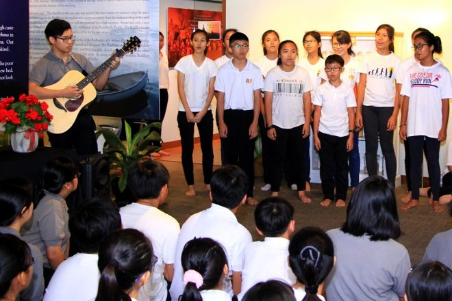 Nalanda Dhamma School students serenading visitors at the launching event.
