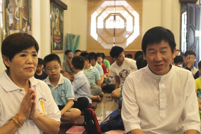 Bro. Tan observing how the Dhamma School session was being conducted.