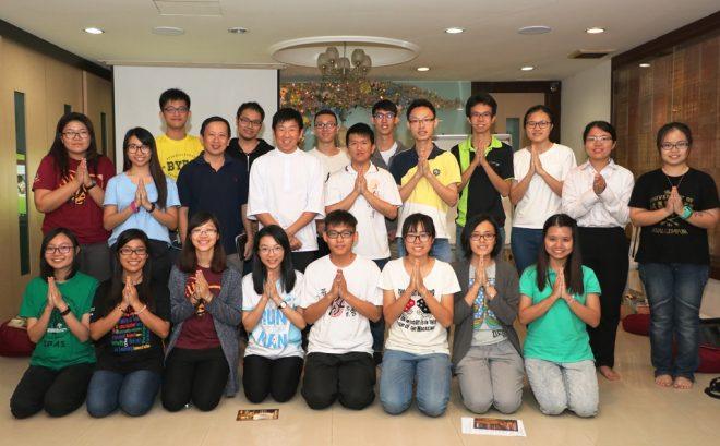 Persatuan Buddhist Universiti Malaya's Miao Xi Dhamma speaker trainees with Bro Tan.