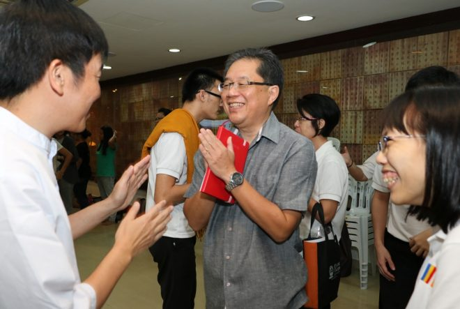 Greeting Achariya Tan Siang Chye, the Director of Nalanda Institute.