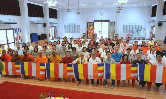Buddhist community leaders in Selangor at the launching of 'fly the Buddhist Flag campaign'.
