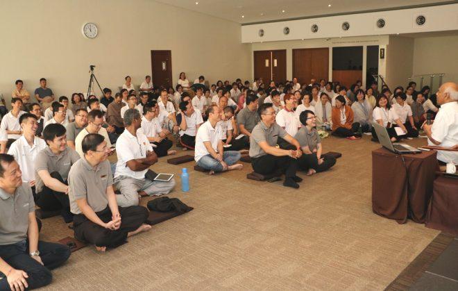 Achariya Vijaya Samarawickrama giving one of the Sunday Dhamma talks.