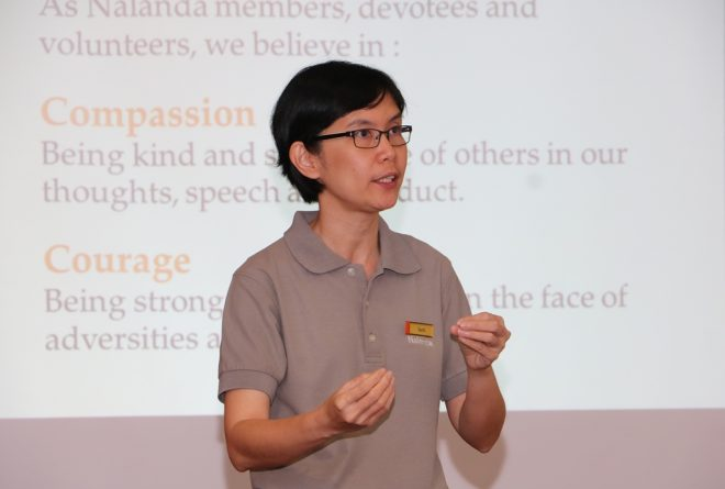 Sis. Santī Cheang presented a talk on 'how to grow ourselves'.