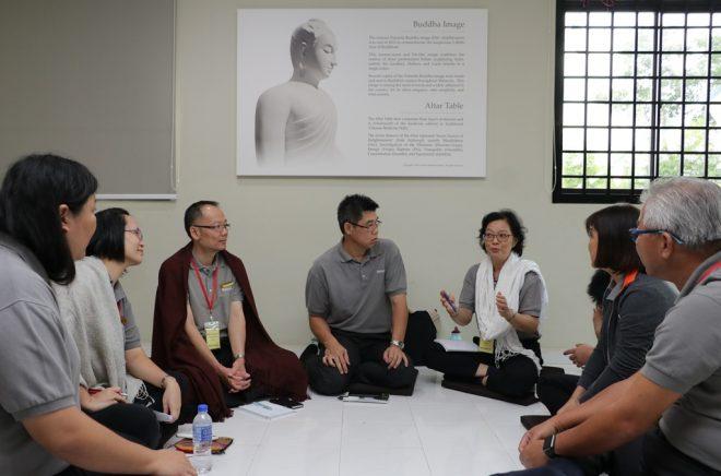 Nalanda Kuala Lumpur Branch officers having a discussion.