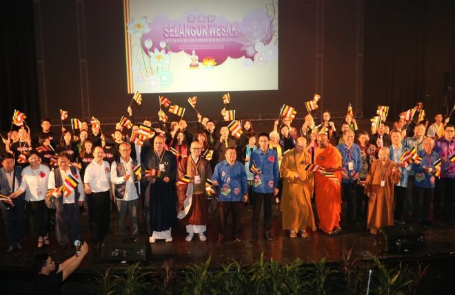 The celebration saw a wonderful gathering of Selangor Buddhist community leaders and activists.